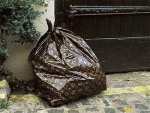 Làm gì, khi mình là một chiếc túi Louis Vuitton?